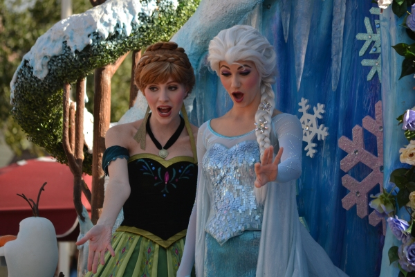 Anna and Elsa - Festival of Fantasy Parade